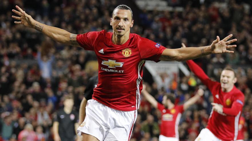 Zlatan Ibrahimovic firma una nueva temporada con el Manchester United