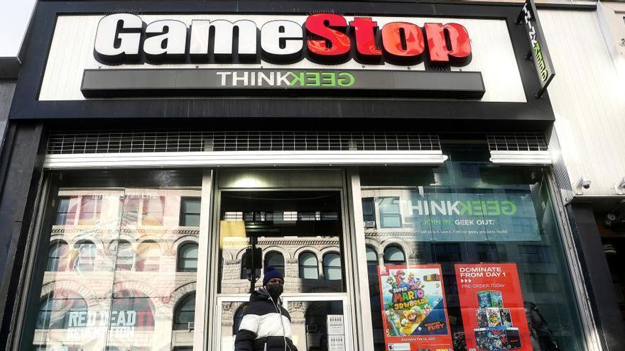 GameStop se hunde un 80% al desinflarse el impulso de Reddit
