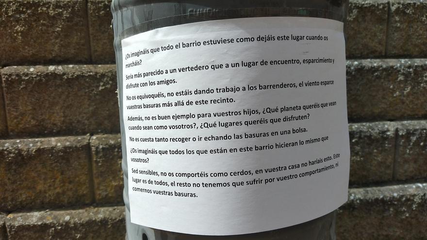 """Vecinos de El Prado de Mérida, a quienes ensucian el barrio: """"No os comportéis como cerdos"""""""