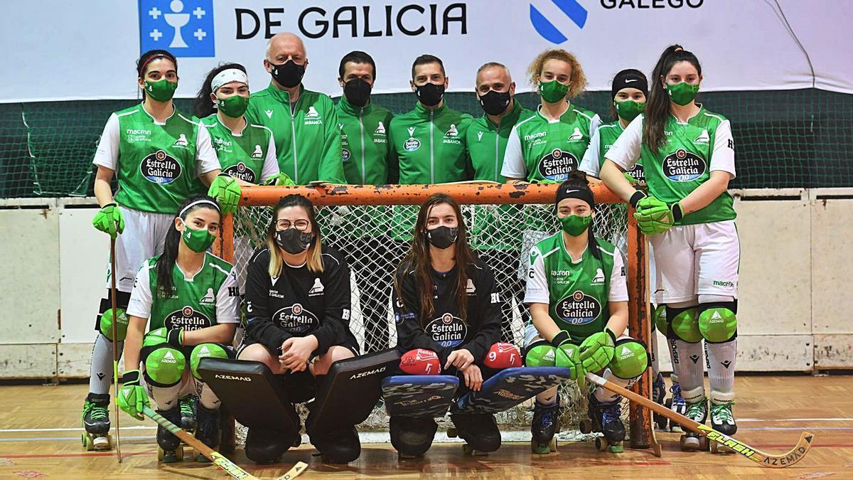 El equipo femenino del Deportivo Liceo que hoy inicia su andadura en la OK Plata. |  // CARLOS PARDELLAS