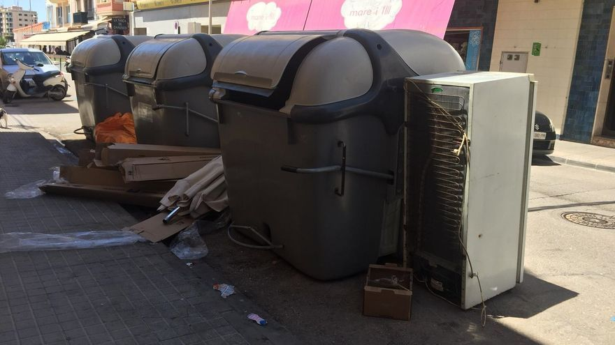 Vinaròs hace un llamamiento al civismo ante el incremento de vertidos de basuras en las calles