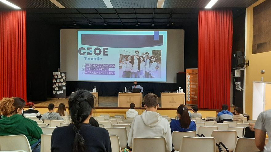 Ceoe Tenerife y Gobierno de Canarias imparten charlas de prevención y concienciación  sobre economía sumergida  en institutos de Tenerife