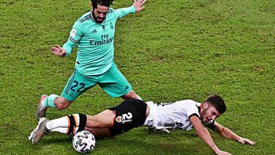 Un gran Isco ilumina la victoria del Madrid ante el Valencia en Yeda