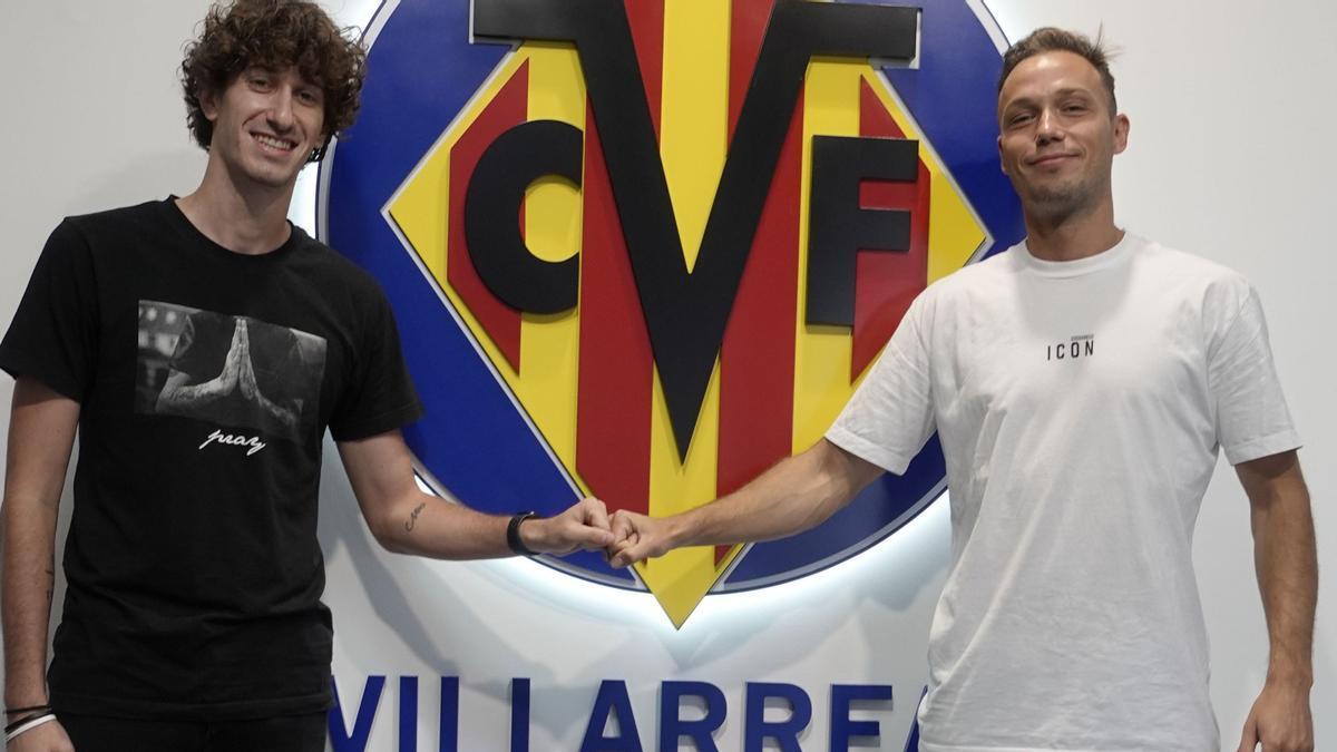 Pablo Íñiguez y Carlos Pérez, durante su presentación con el Villarreal B.