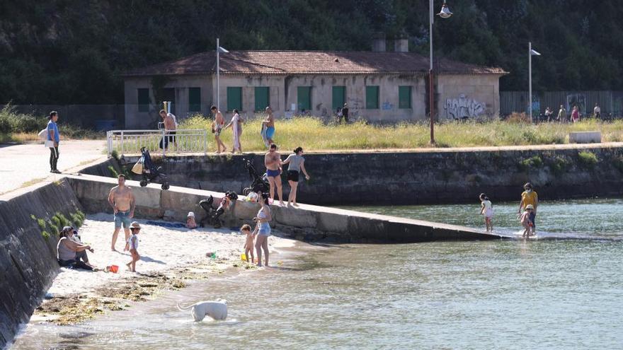 Fase 2 de la desescalada en Vigo: los primeros baños en la playa