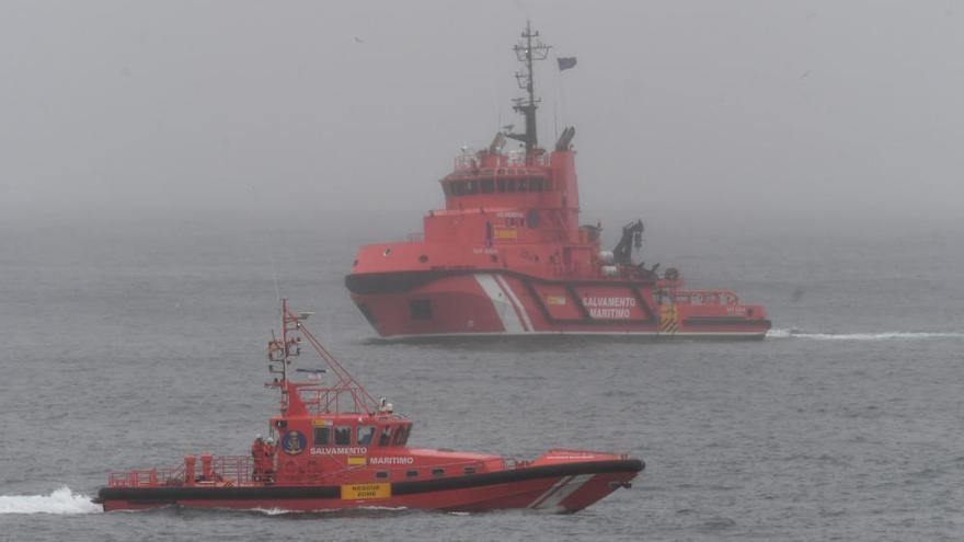 El Festival Mar de Mares honra a los rescatadores con un simulacro de una intervención en la costa