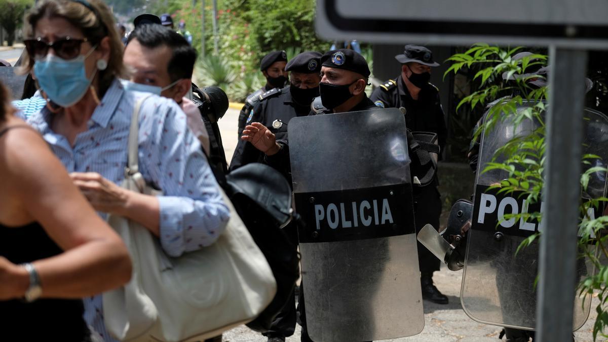 La Policía custodia la casa de Cristiana Chamorro