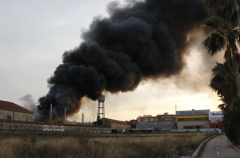 Incendio en un antiguo taller de FGV de Torrent