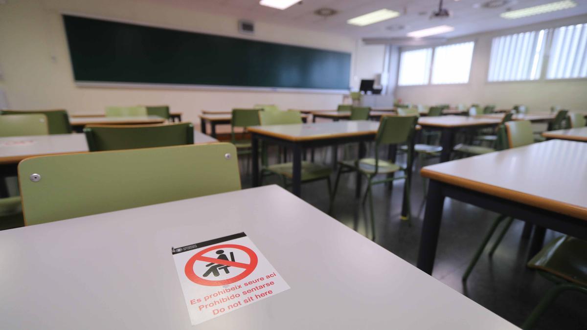 Indicación anticovid en un aula universitaria de la UPV
