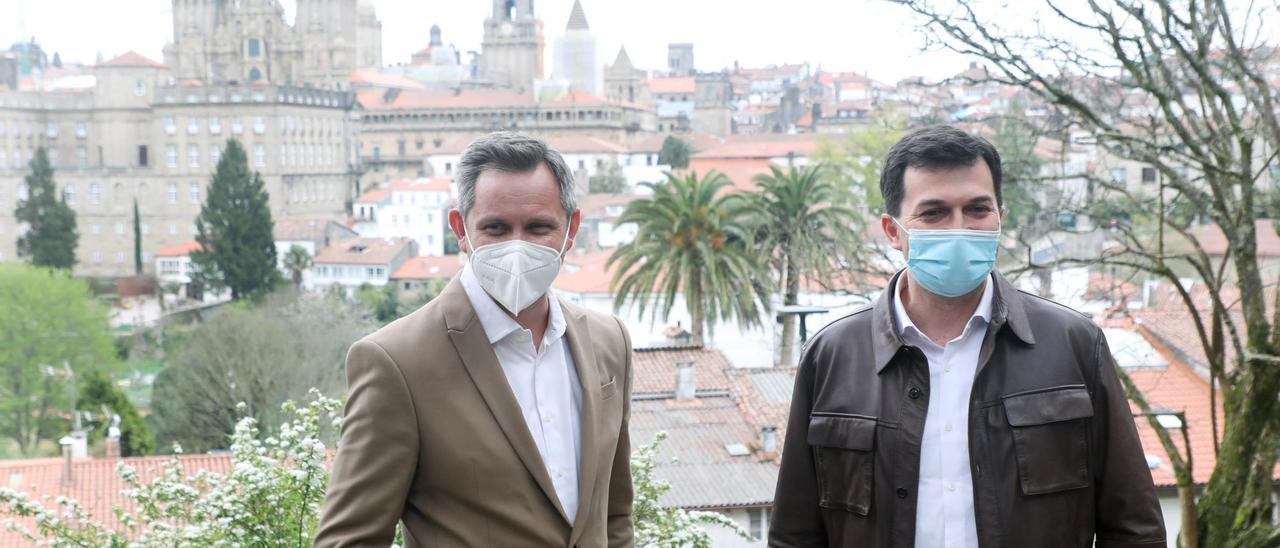 José Miñones y Gonzalo Caballero, en Santiago.