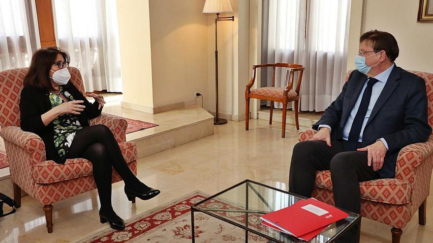Primer encuentro de Puig con la rectora Navarro