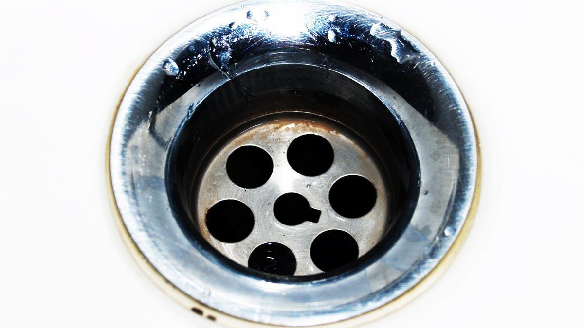 Así puedes desatascar los desagües y acabar con el mal olor