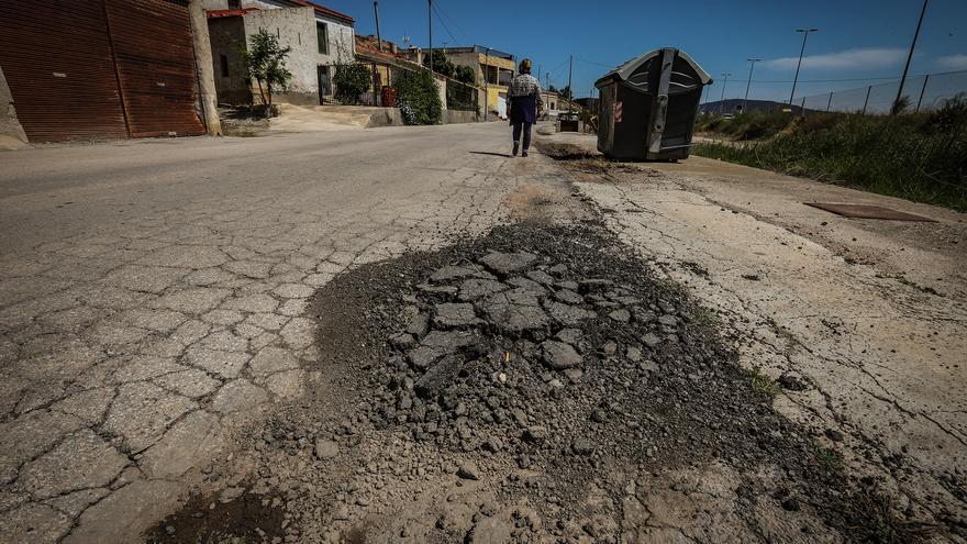 Estado de la calle Espeñetas de Orihuela que lleva años esperando la inversión en reurbanización