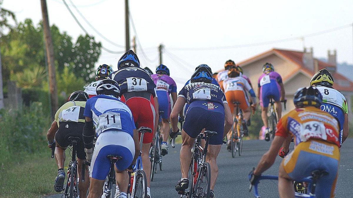 La prueba reunió a ciclistas profesionales como Iván Feijóo o Carlos Canal. |  // IÑAKI OSORIO