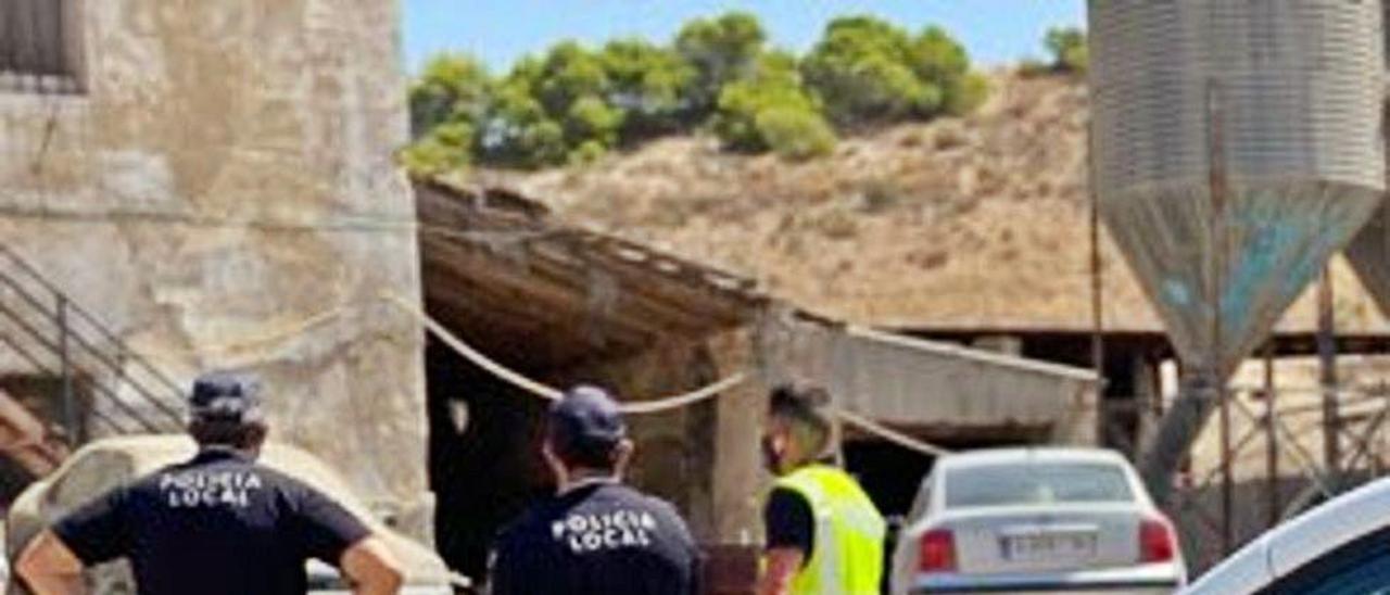 La Policía de Elche, en el matadero ilegal de Saladas.