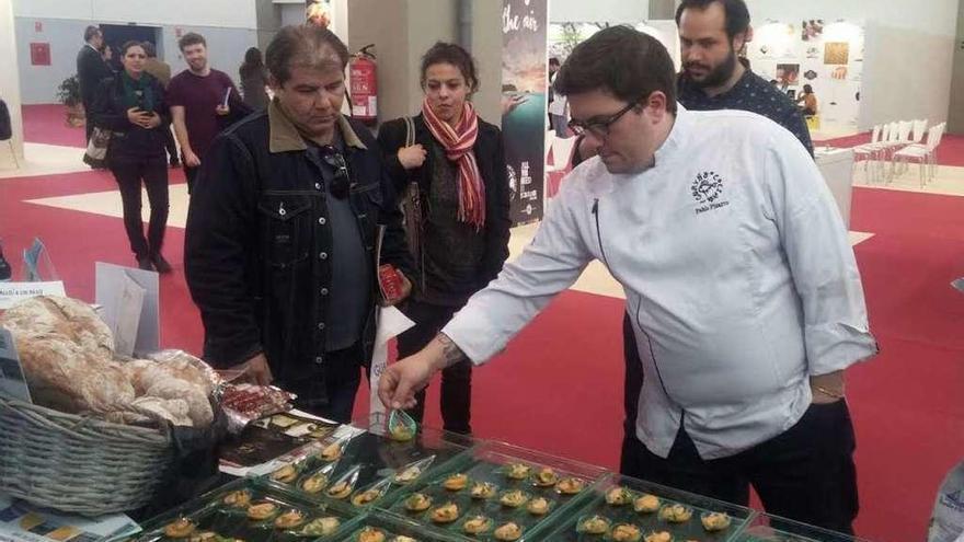 Chefs famosos catan en Mérida mejillón de Lorbé