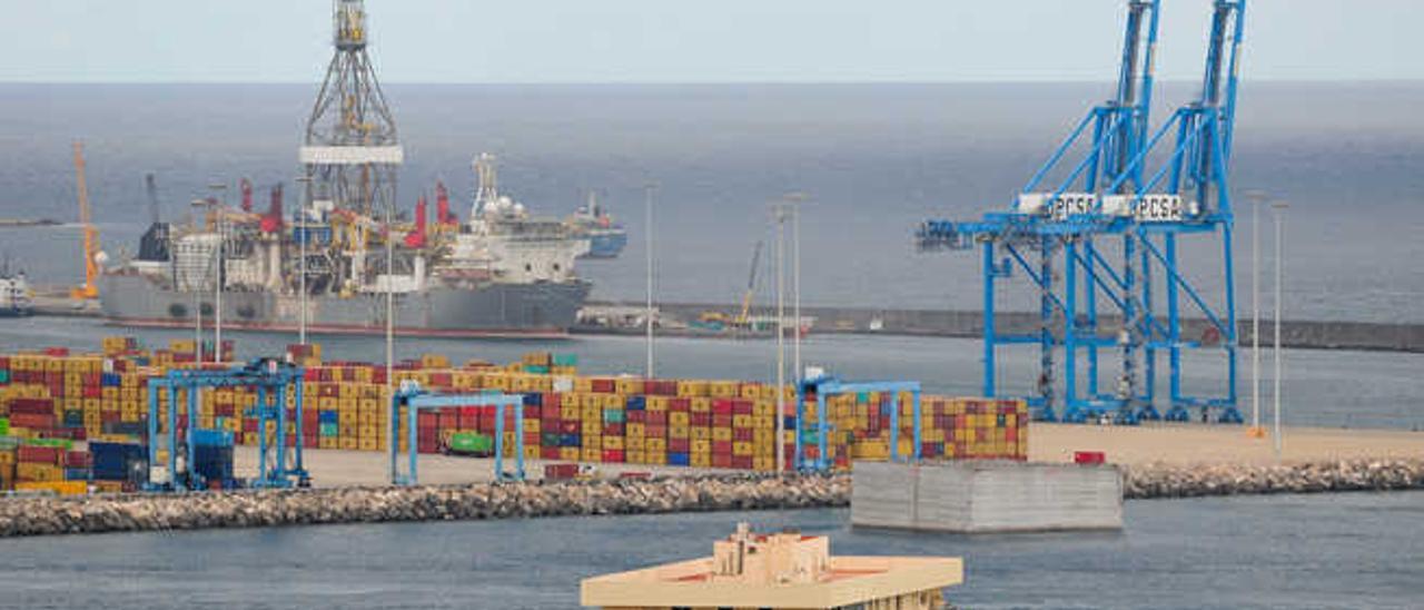 Terminal del contenedores en el Puerto.