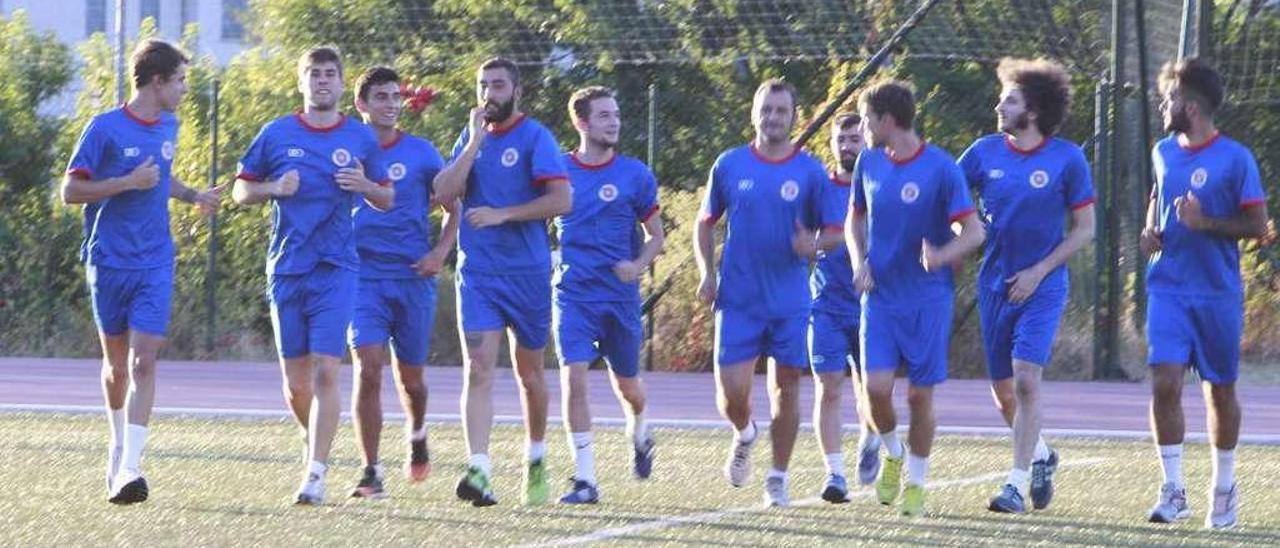 El día 26 será la presentación oficial de la Unión Deportiva Ourense en O Couto. // J. Regal