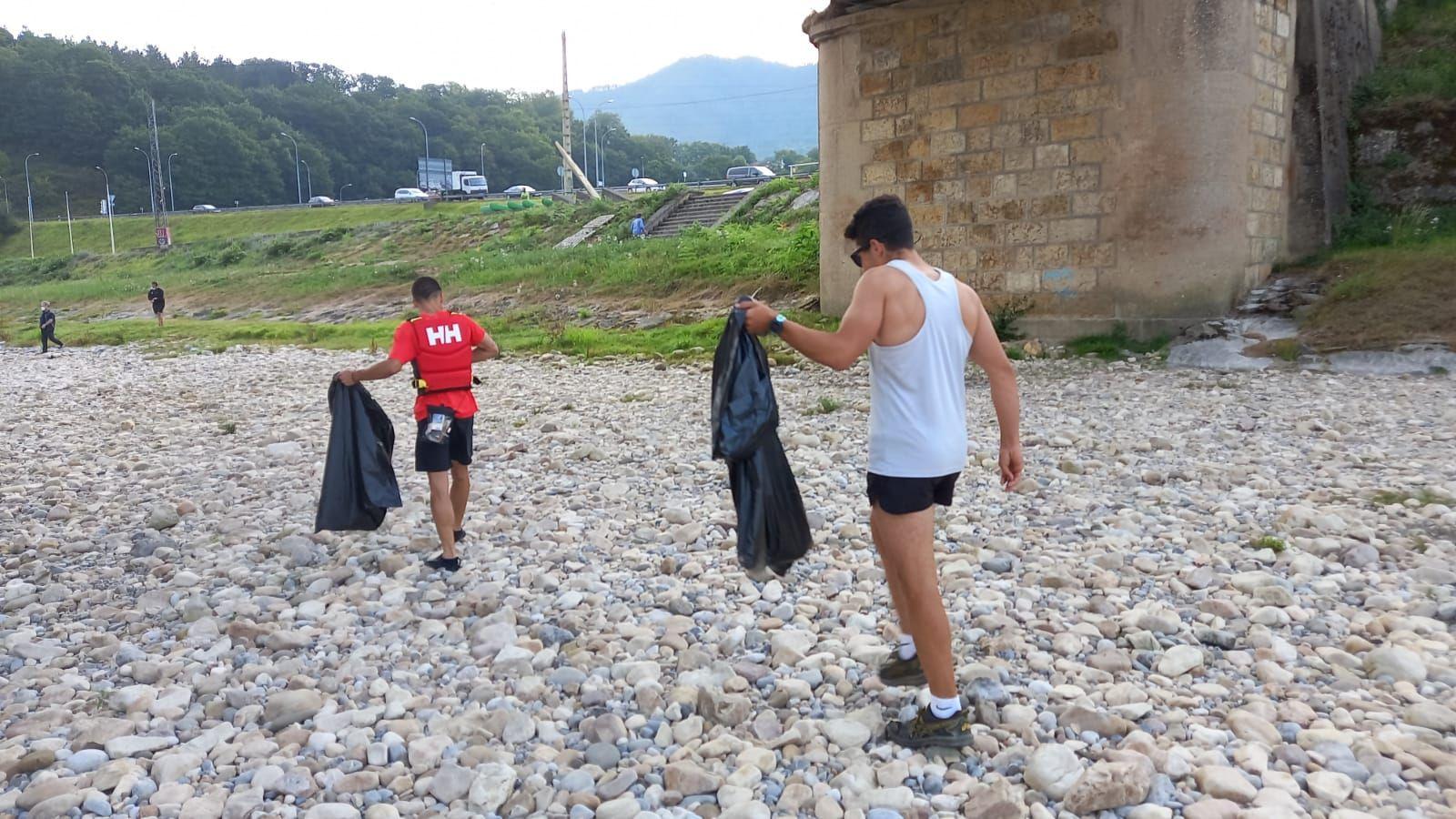Jornada de limpieza en el Sella