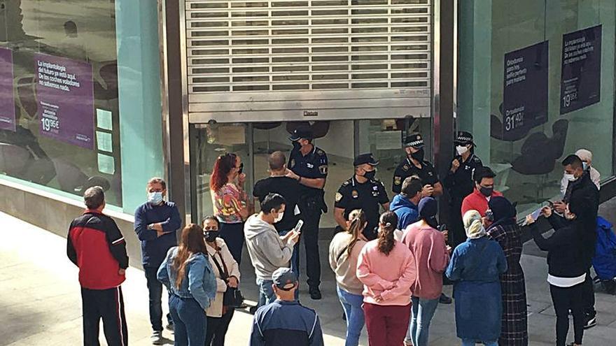 Dentix cierra en Elche tras actuar la Policía para frenar una avalancha de afectados