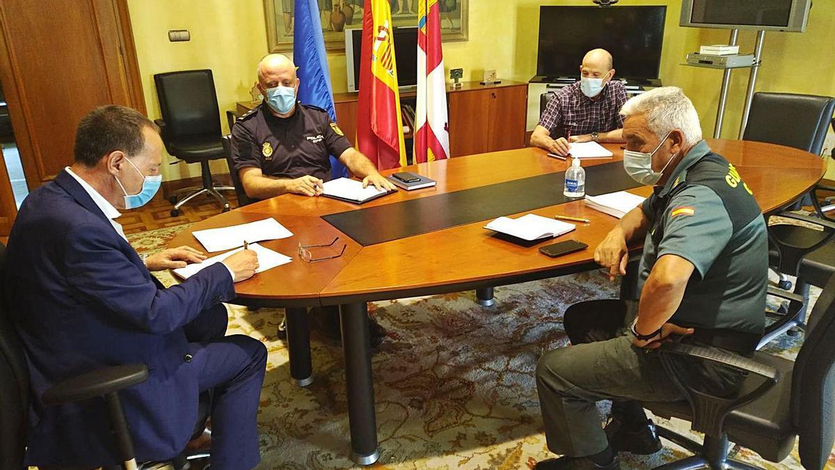 Reunión de Ángel Blanco con las Fuerzas de Seguridad. | Subdelegación del Gobierno