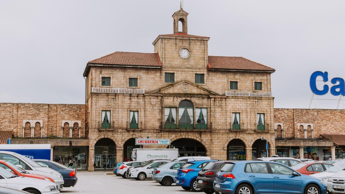 La fachada principal de Parque Astur.