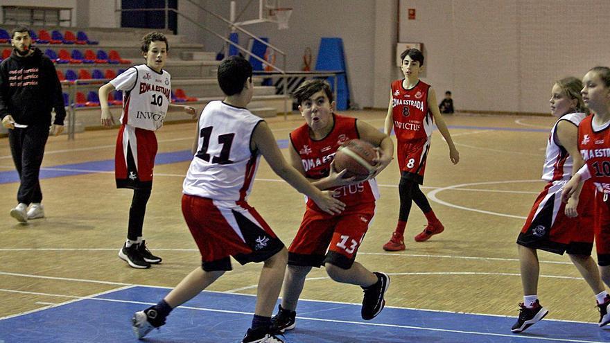 El EDM Baloncesto A Estrada vuelve a la pista un año y un mes después