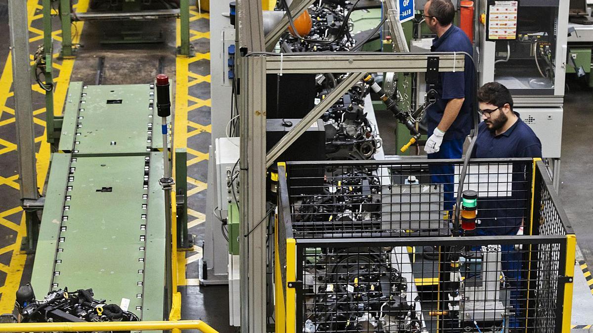 Planta de producción de motores en la factoría de Ford-Almusafes.   GERMÁN CABALLERO