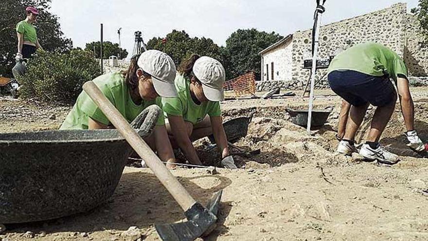 El castillo de Alaró recupera el campo de voluntariado