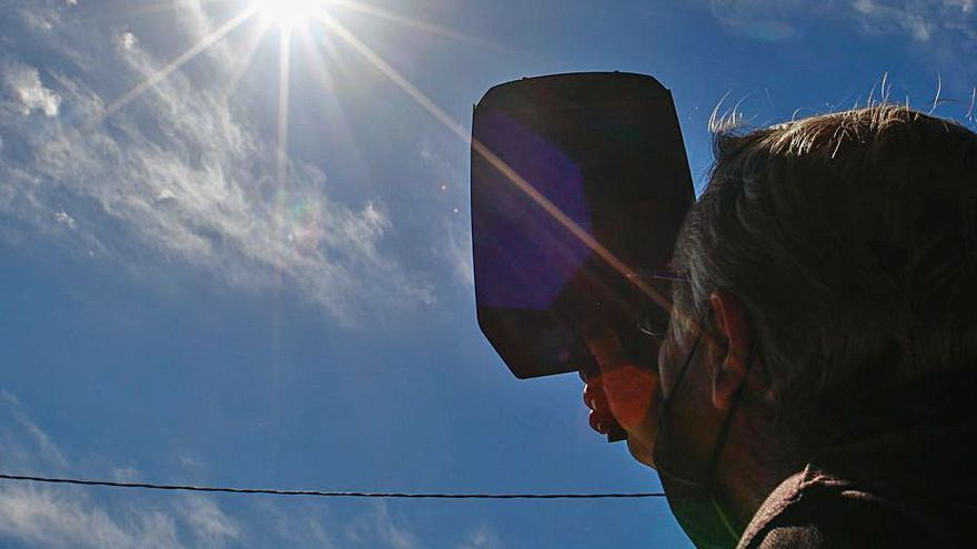 Gafas de soldador para observar el eclipse solar
