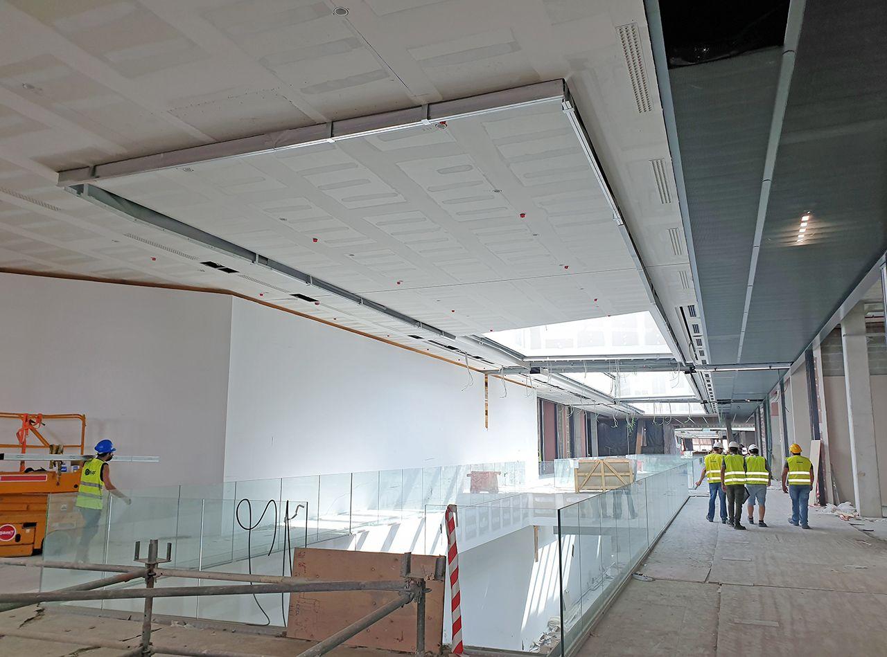 """Vialia perfila sus """"entrañas"""" a dos meses de la apertura: 300 trabajadores montan las tiendas"""