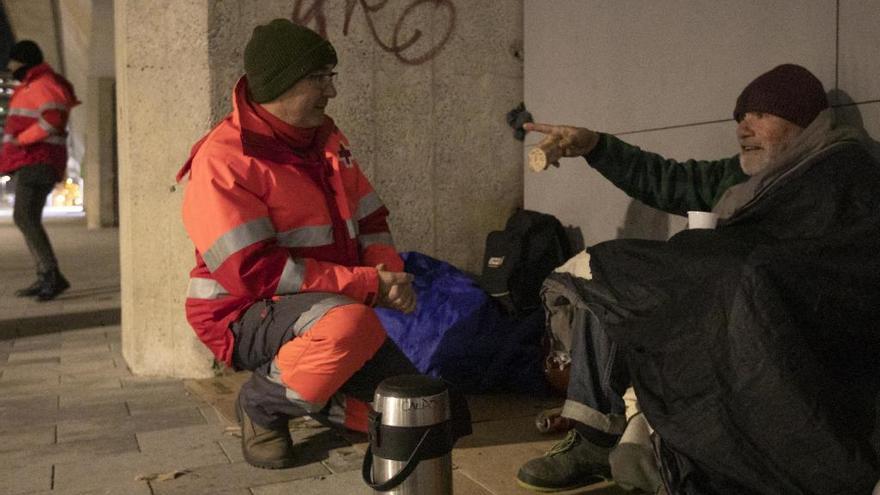 La Creu Roja demana mantes, sacs de dormir i roba d'abrigar per a les persones sense llar