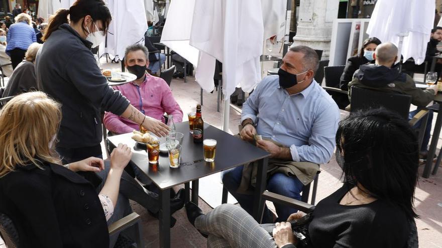 Entran en vigor las nuevas restricciones que pretenden evitar los contagios en Asturias: visitas a domicilios prohibidas y reuniones limitadas