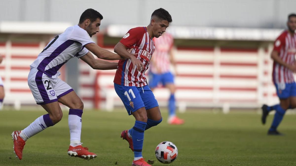 Berto, en una acción del Sporting B-Numancia.
