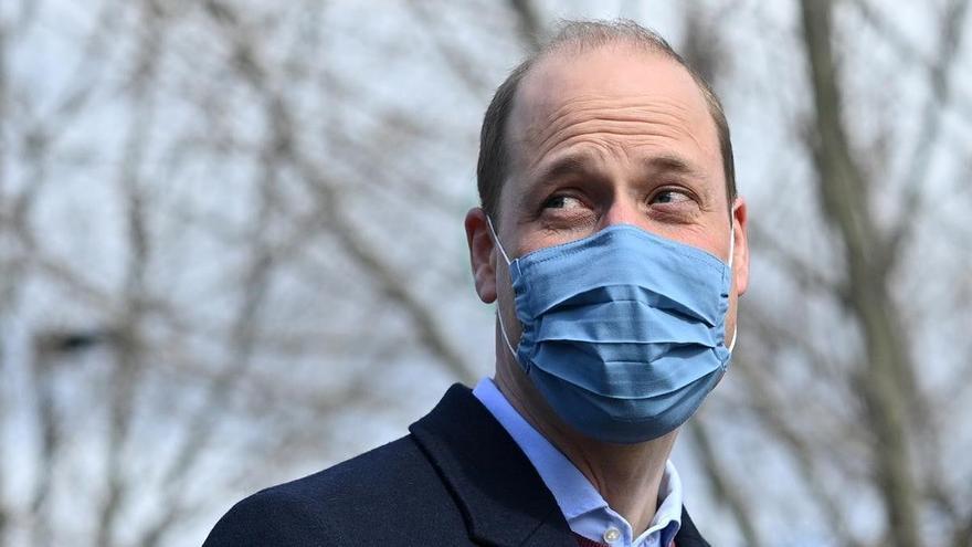 El príncipe Guillermo niega que la familia real británica sea racista