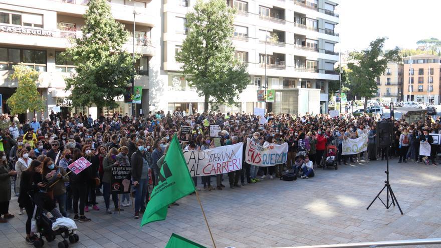 Centenars de funcionaris es concentren a la Delegació del Govern a Girona en contra de la temporalitat