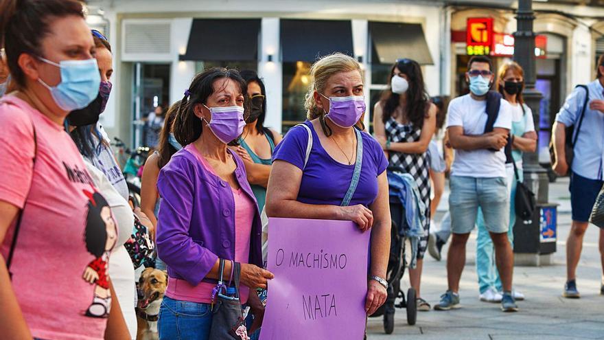 """""""Non son mortas, son asasinadas"""", clama Vilagarcía contra la violencia machista"""