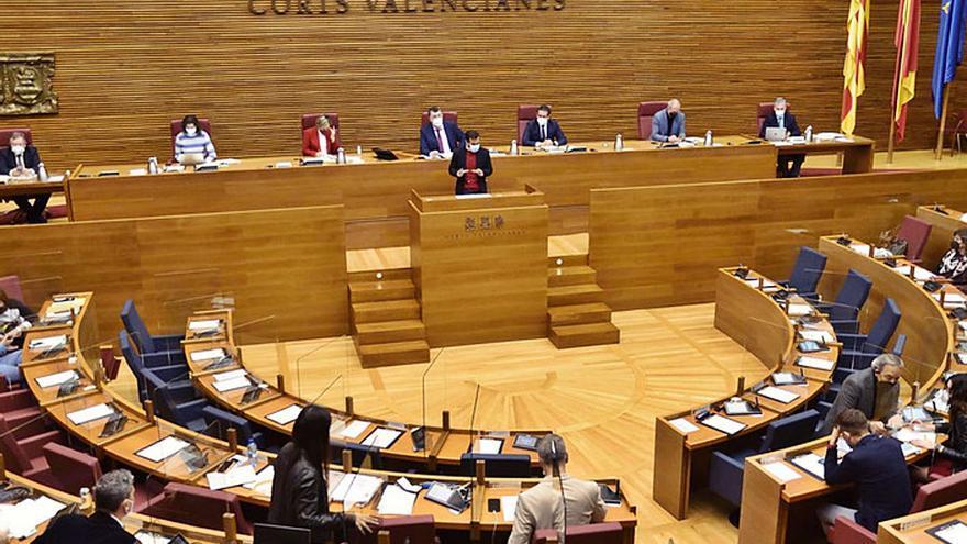 La derecha agita la polémica del plurilingüismo y el Botànic reta al PP a acudir a los tribunales