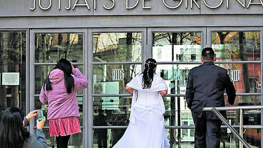 Els casaments catòlics s'han reduït a la meitat en cinc anys