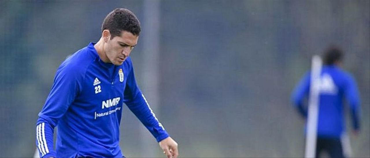 Gustavo Blanco Leschuk, en acción durante un entreno del Real Oviedo.     LP/DLP