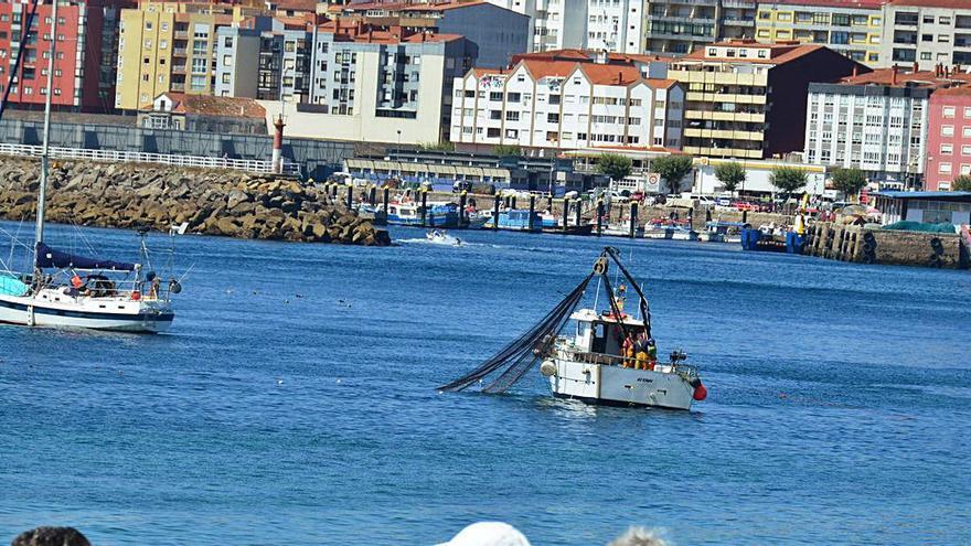 Lanzando redes en las aguas de Rodeira.