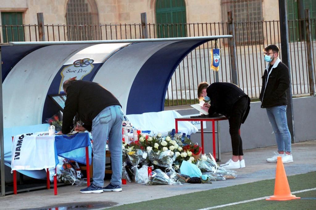 Emotivo y multitudinario adiós a Joaquín Serrano