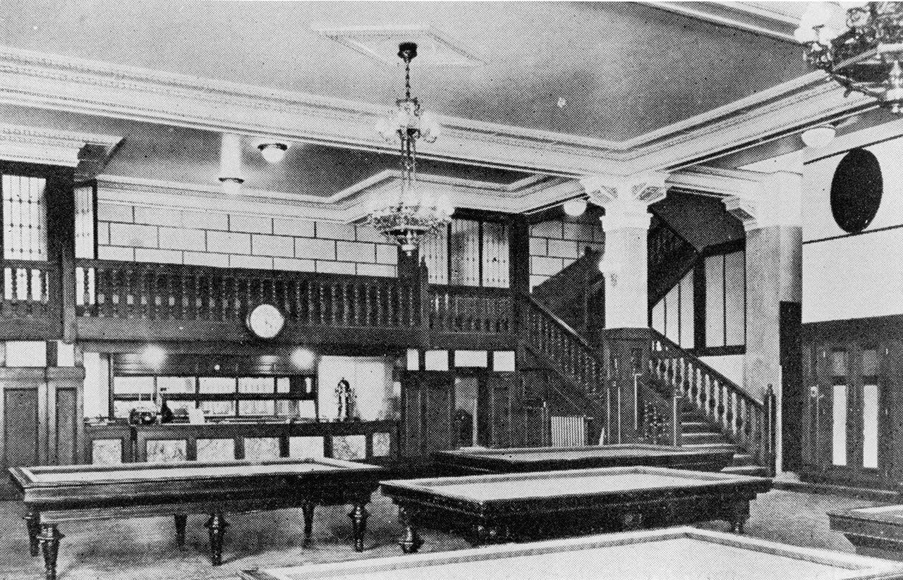 Salón de billar de la antiagua sede de Príncipe en 1980.jpg