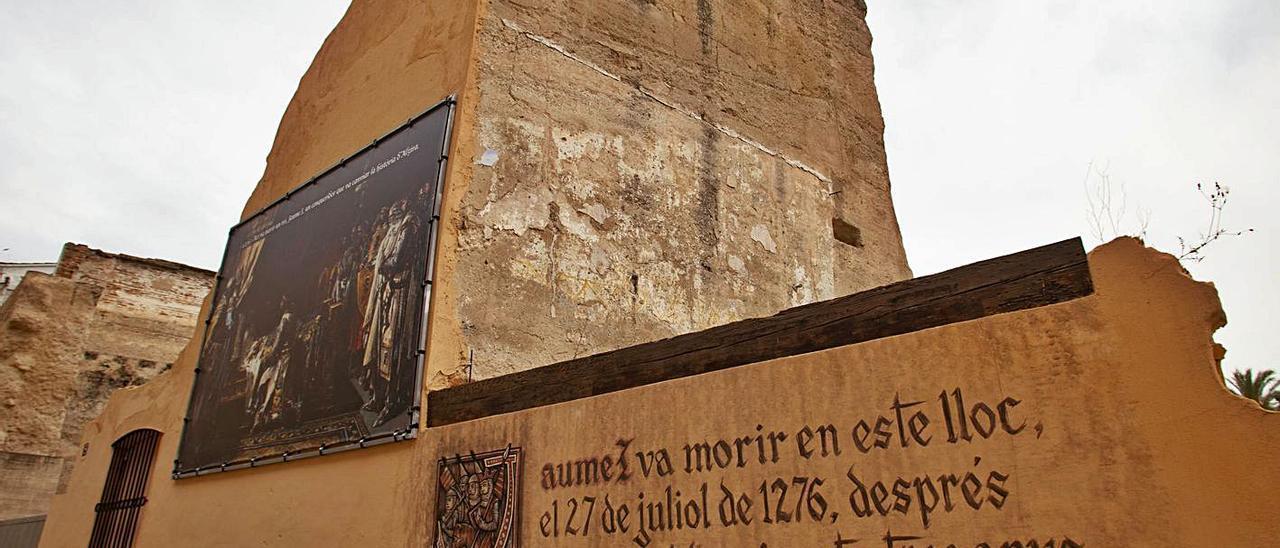 Uno de los grandes muros que se conservan de la conocida popularmente como Casa Real. | PERALES IBORRA