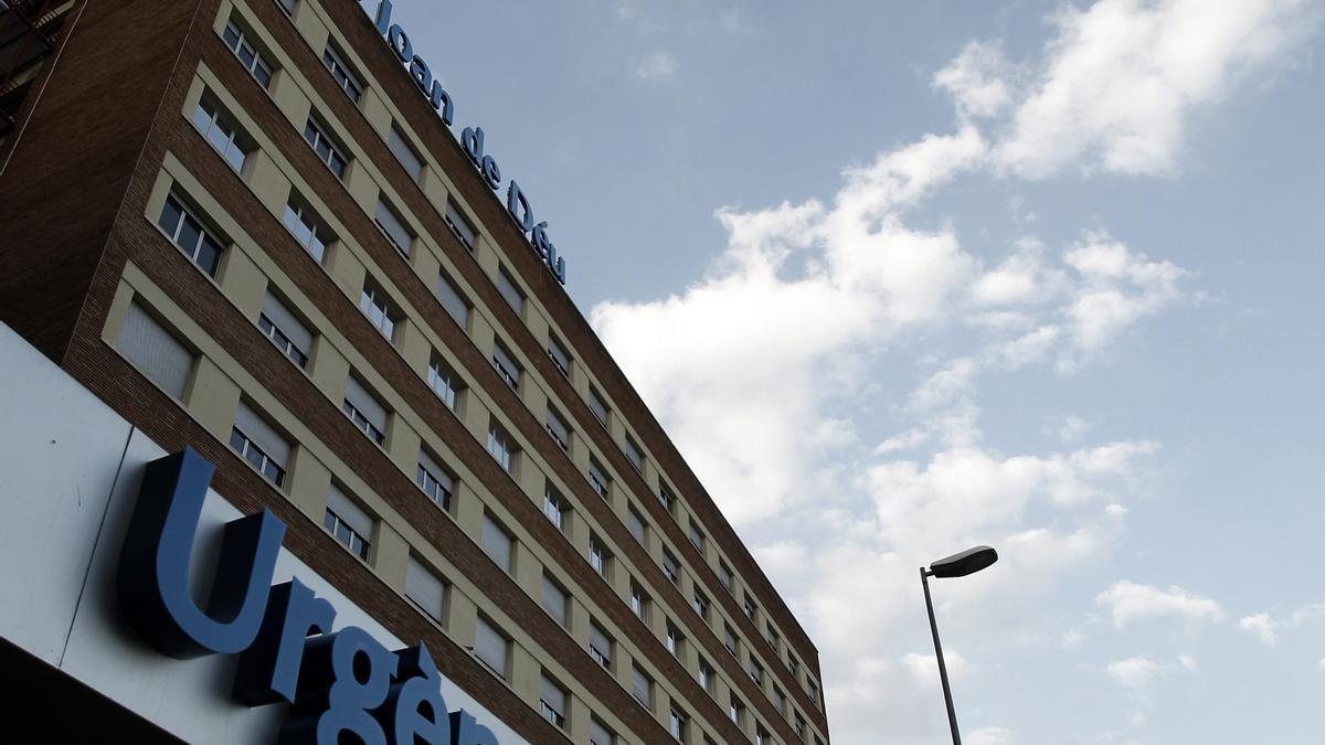 Los servicios de emergencia lograron estabilizar al menor y lo trasladaron al Hospital Sant Joan de Déu.