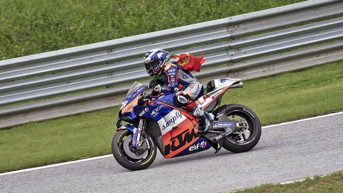 El portugués Miguel Oliveira, ayer durante su vuelta de honor, en el circuito Red Bull Spielbeg.