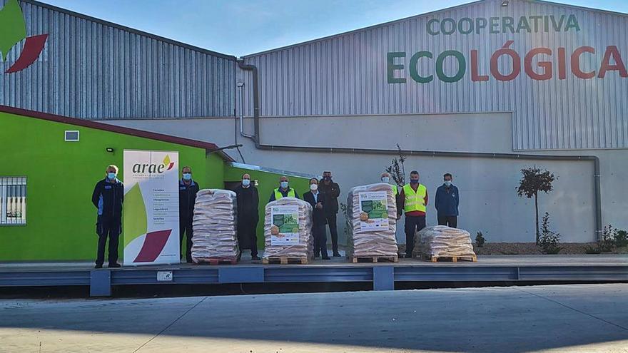 Una cooperativa dona a la beneficencia 1.850 kilos de garbanzo de Fuentesaúco