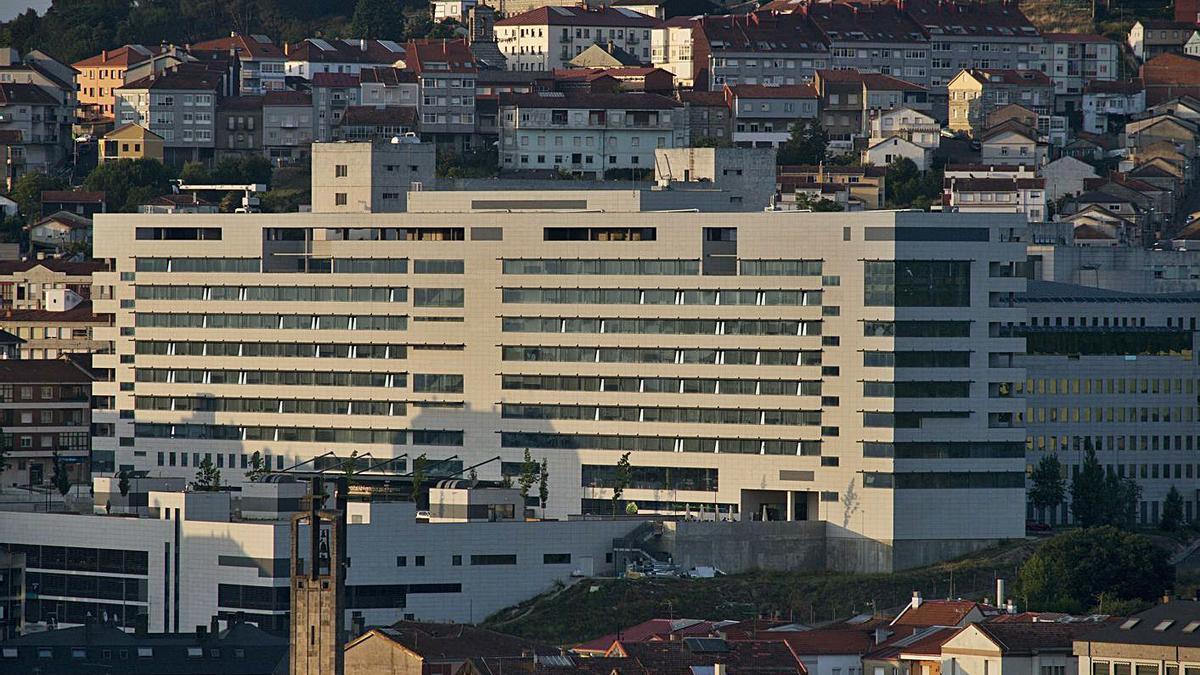 Edificio de hospitalización del CHUO.