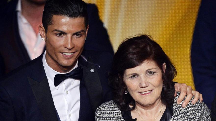 Ingresada por un ictus la madre de Cristiano Ronaldo