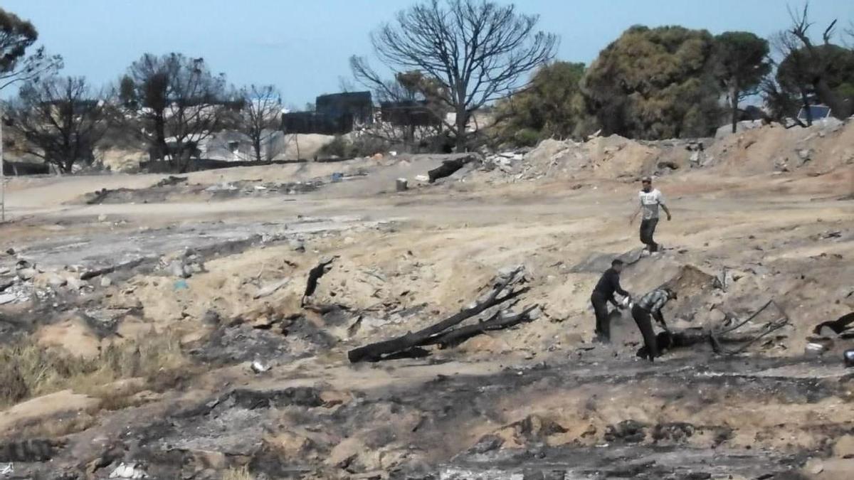 Aspecto del asentamiento calcinado tras el incendio.
